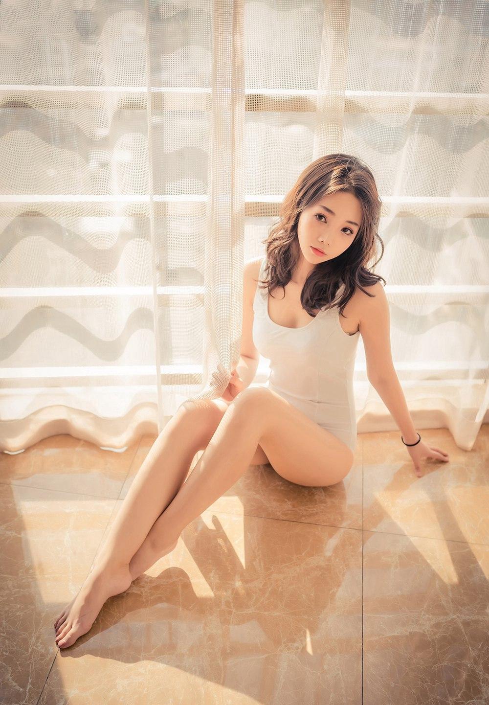 [喵糖映画] VOL.099 阳光下的白泳衣 [45P] -第1张